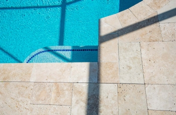 MARBLE-DECK-WITH-GLASS-TILE-2-FOTO-276